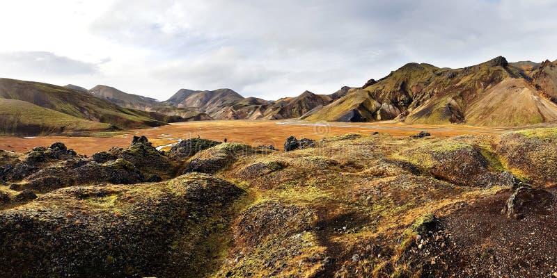 Paisagem surpreendente da montanha em Islândia imagem de stock