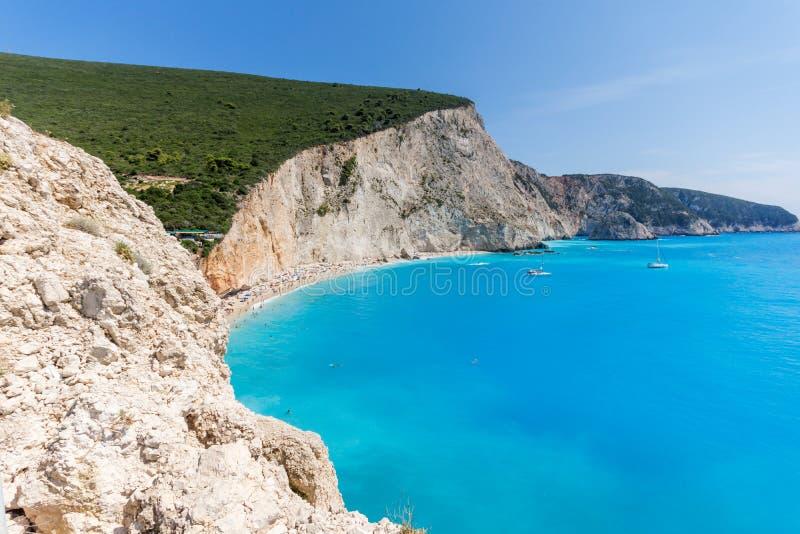 Paisagem surpreendente de águas azuis da praia de Porto Katsiki, Lefkada, ilhas Ionian fotos de stock