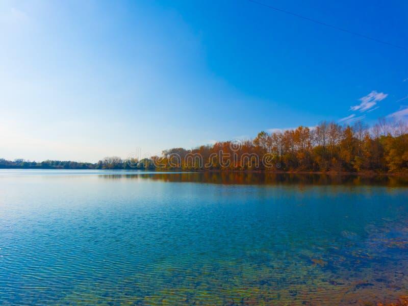 Paisagem surpreendente do lago imagem de stock royalty free