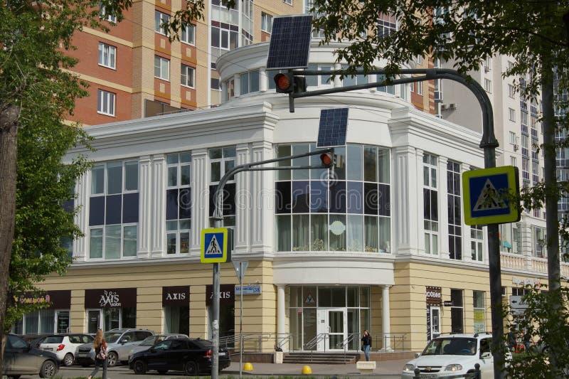 Paisagem urbana: construções novas ao estilo de um clássico novo, rua de Melnikov Casa residencial 'aristocrata ' fotografia de stock royalty free