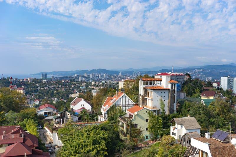 A paisagem urbana de uma estância citadina tropical na época do ano do outono imagens de stock royalty free