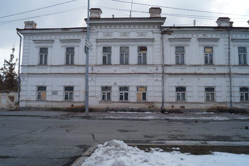 Paisagem urbana: Rua de 3 Proletarskaya, um monumento da arquitetura do século XIX imagens de stock royalty free