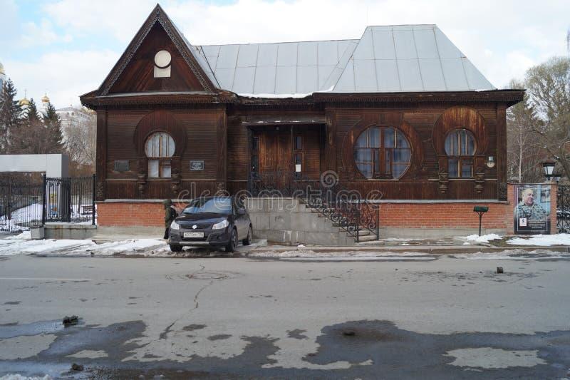 Paisagem urbana: Rua de 10 Proletarskaya, um museu do século XX da literatura Monumento da arquitetura de madeira foto de stock