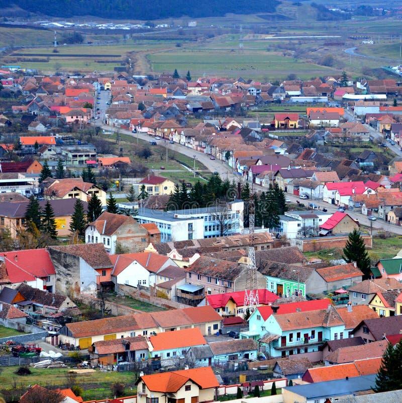 Paisagem urbana típica na cidade Rupea, Reps, a Transilvânia, Romênia foto de stock