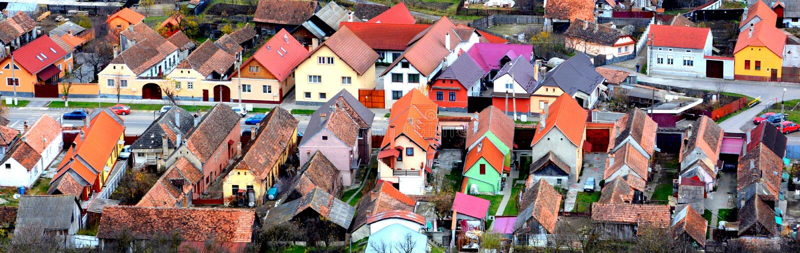 Paisagem urbana típica nos Rupea-Reps da cidade, a Transilvânia, Romênia fotografia de stock royalty free