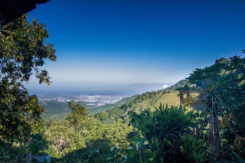 Paisagem verde da montanha por Minca em Colômbia foto de stock