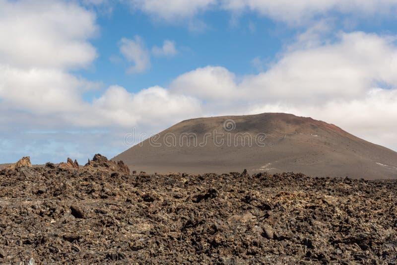 Paisagem vulcânica de surpresa no parque nacional de Timanfaya, Lanzarote, Ilhas Canárias imagens de stock royalty free