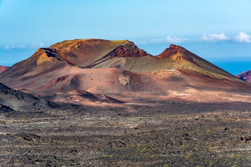 Paisagem vulcânica surpreendente da ilha de Lanzarote, parque nacional de Timanfaya fotos de stock royalty free