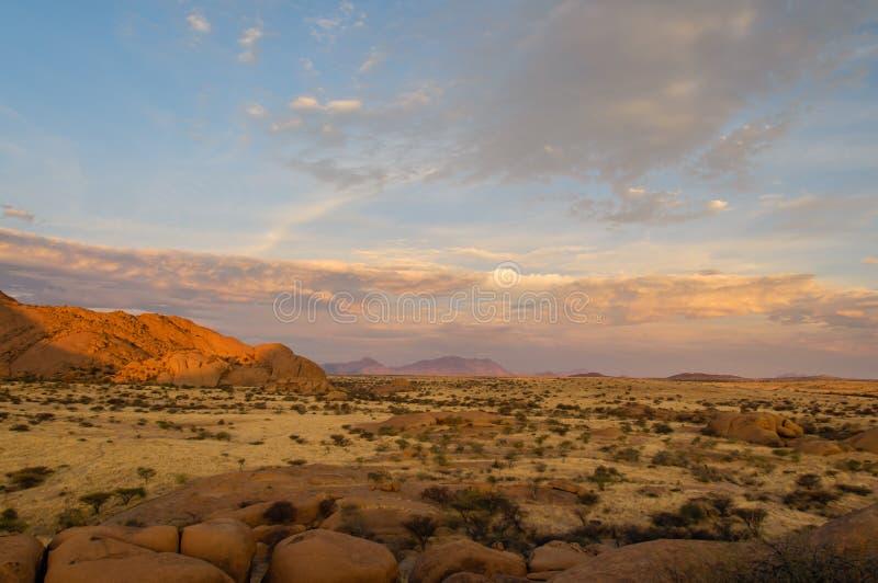 Paisagens africanas - Spitzkoppe Namíbia fotos de stock royalty free