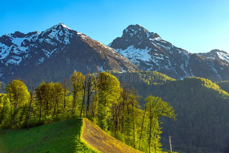 Paisagens das montanhas de Cáucaso, Rosa Peak, Sochi, Rússia fotos de stock royalty free