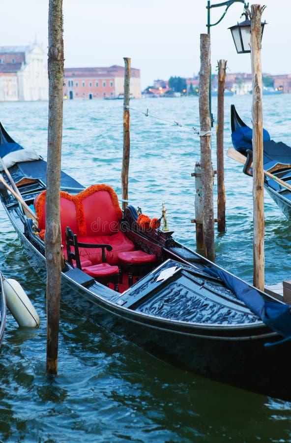 Paisagens Venetian românticas muito bonitas, verão, gôndola-fim-acima imagem de stock royalty free