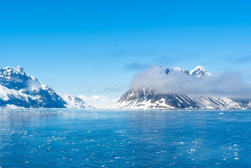 Paisaje ártico, isla de Svalbard, Noruega 2018 imagen de archivo