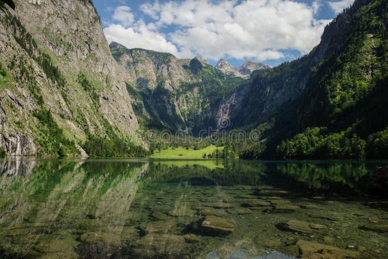 Paisaje épico del paisaje con las altas montañas y la cascada más alta Röthbachfall de Alemania imágenes de archivo libres de regalías