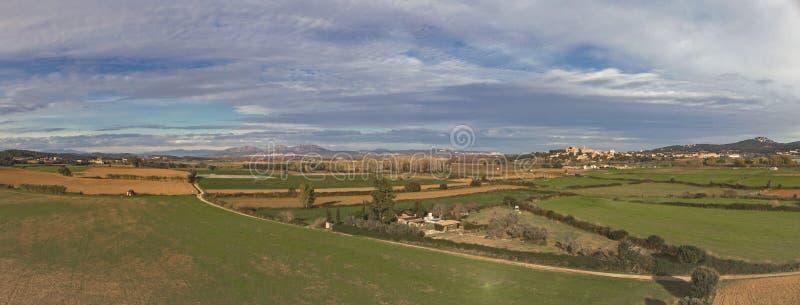 Paisaje aéreo del panorama sobre campo español de la agricultura imagen de archivo