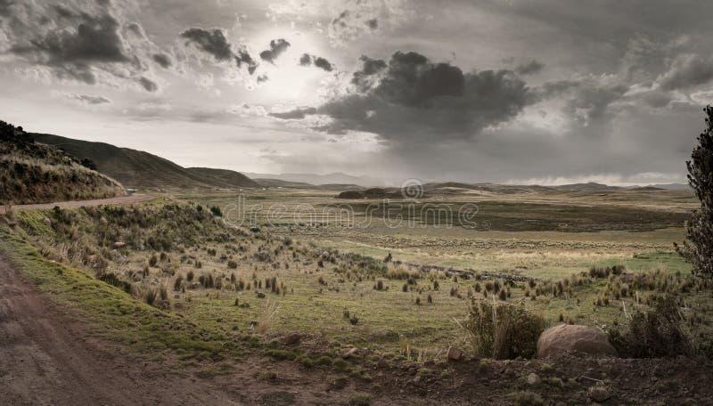 Paisaje agrícola cerca del lago Titicaca, Perú imágenes de archivo libres de regalías