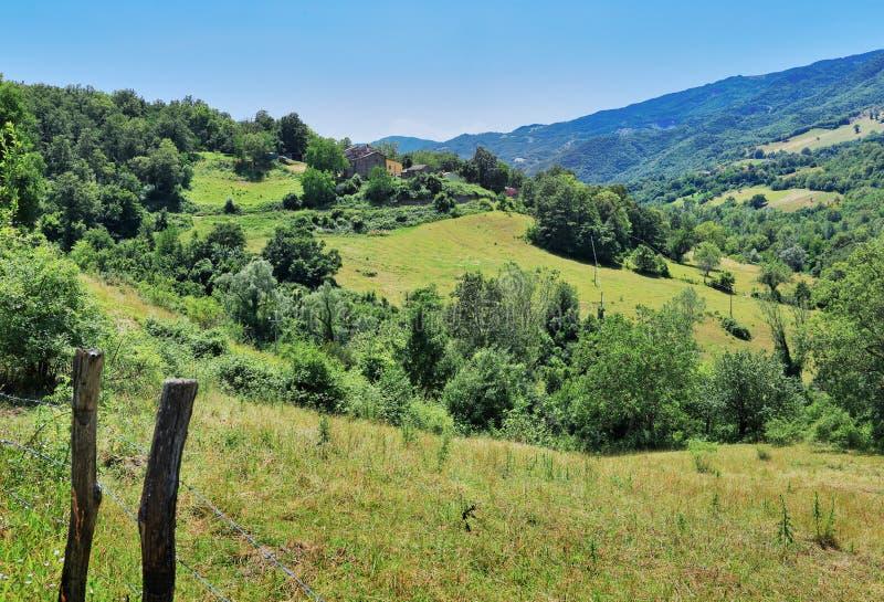 Download Paisaje Agrícola En Toscana Foto de archivo - Imagen de casero, localizaciones: 64212052