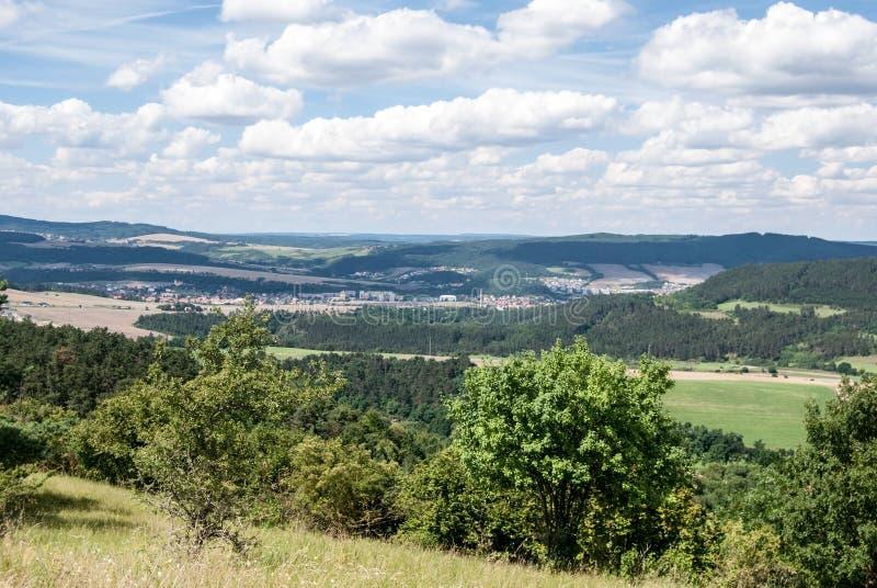 Paisaje agradable alrededor de la ciudad de Beroun en Bohemia central fotos de archivo libres de regalías