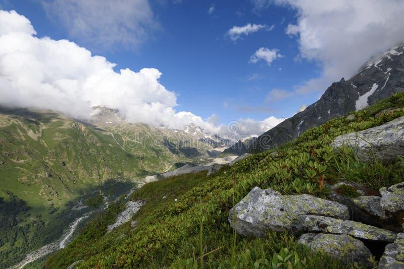 Paisaje alpino temprano por la mañana fotografía de archivo libre de regalías