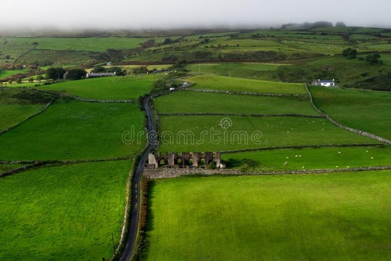 Paisaje alrededor de la cabeza de los torres, Irlanda del Norte imagenes de archivo