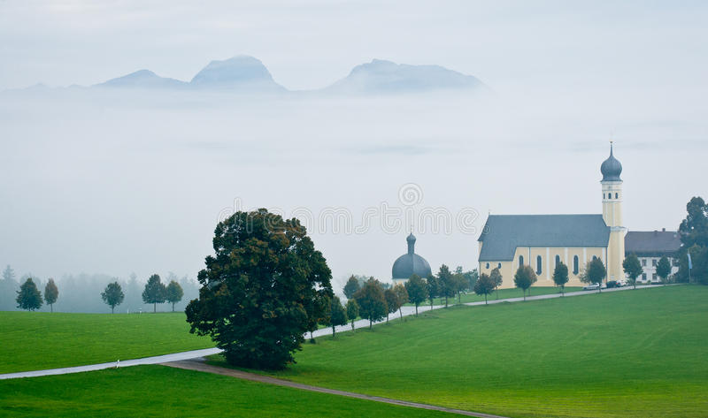 Paisaje austríaco con la iglesia en mún tiempo fotos de archivo libres de regalías