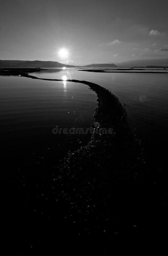 Paisaje blanco y negro imagenes de archivo