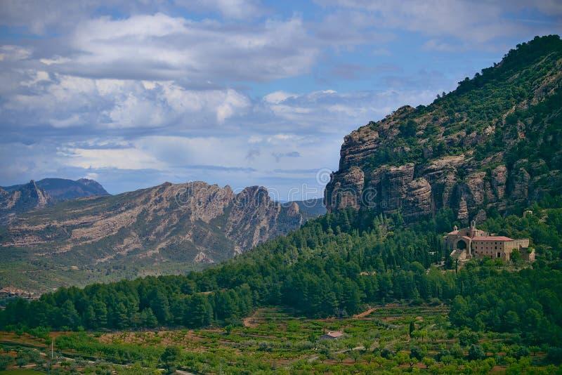 Paisaje cerca del pueblo de Horta de Sant Joan imagenes de archivo