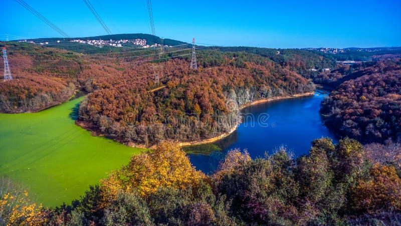 Paisaje colorido de noviembre de la caída de Autmn imagenes de archivo