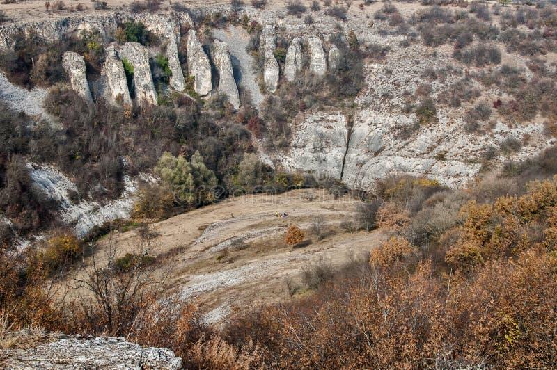 Paisaje con formaciones de roca interesantes fotografía de archivo