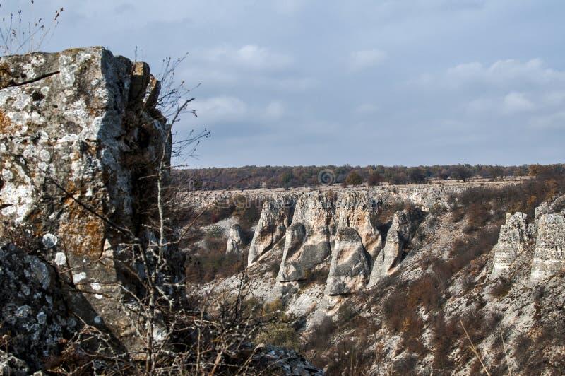 Paisaje con formaciones de roca interesantes fotografía de archivo libre de regalías