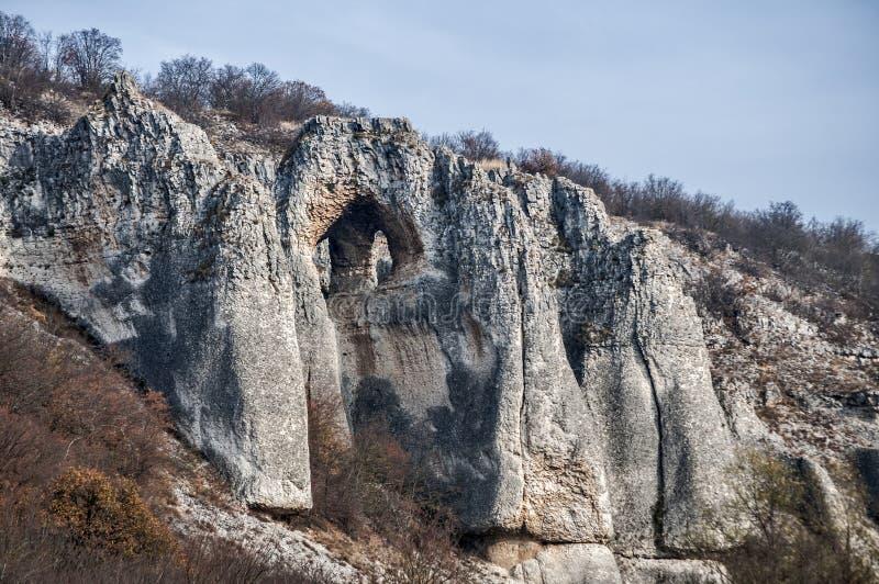 Paisaje con formaciones de roca interesantes imagenes de archivo