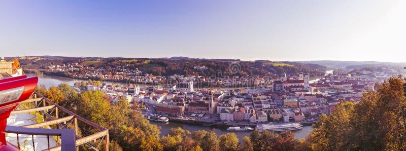 Paisaje con la ciudad de Passau, Alemania foto de archivo