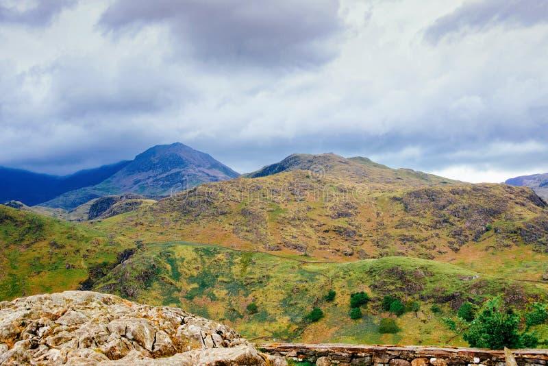 Paisaje con las montañas en el parque nacional Reino Unido de Snowdonia imagen de archivo libre de regalías