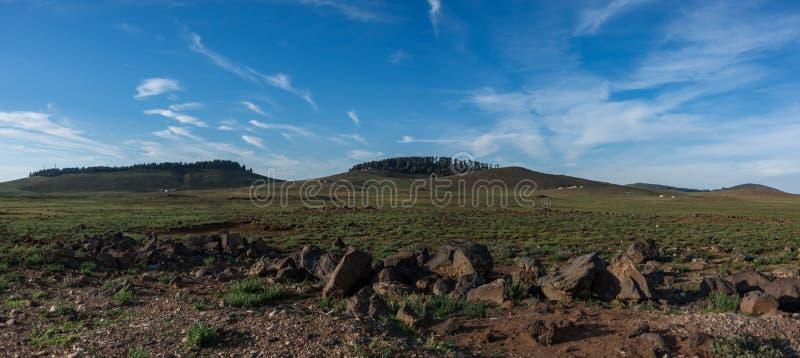 Paisaje con los prados y las colinas de la montaña en el atlas medio, Azrou foto de archivo libre de regalías