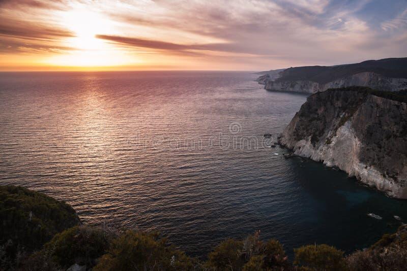 Paisaje costero del cabo Keri en la puesta del sol imagenes de archivo