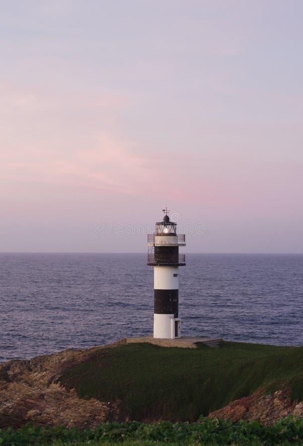 Paisaje costero marítimo con el faro fotos de archivo libres de regalías