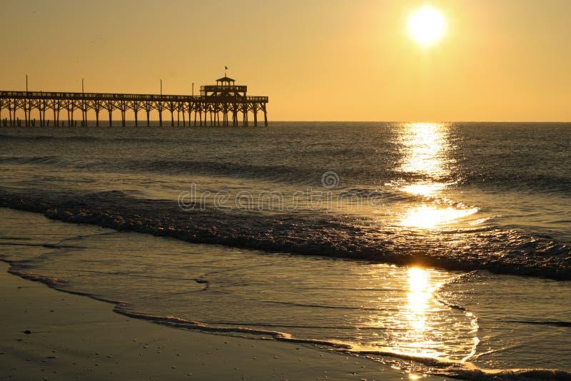 Paisaje de Cherry Grove Pier Myrtle Beach de la salida del sol fotos de archivo libres de regalías