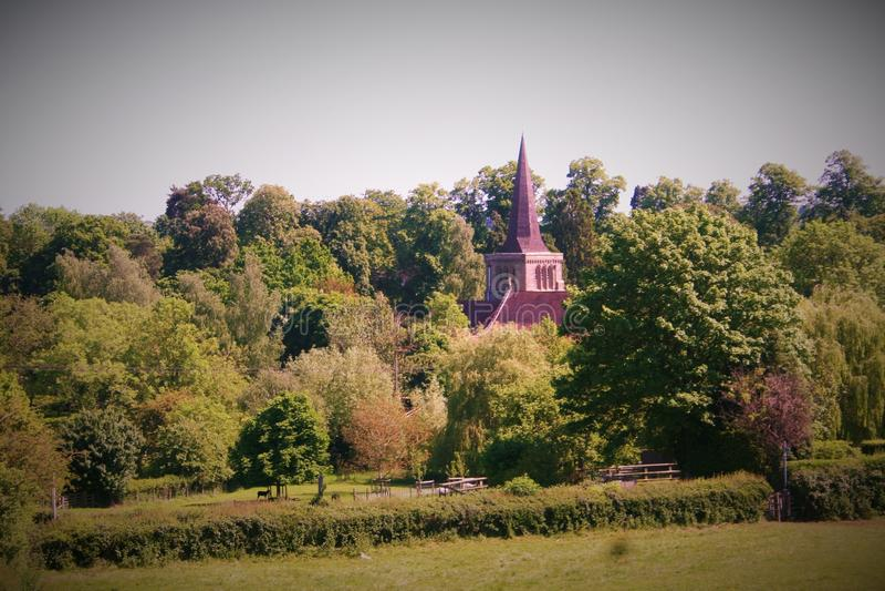 Paisaje de Coutryside con la iglesia fotografía de archivo libre de regalías