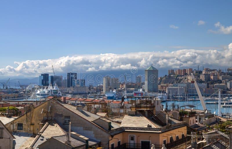 Paisaje de Génova de la ciudad vieja a 'Oporto Antico ', puerto antiguo y el horizonte, Génova, Italia fotos de archivo