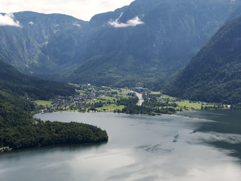 Paisaje de Hallstatt, Salzburg Lago mountain, macizo alpino, barranco hermoso en Austria foto de archivo