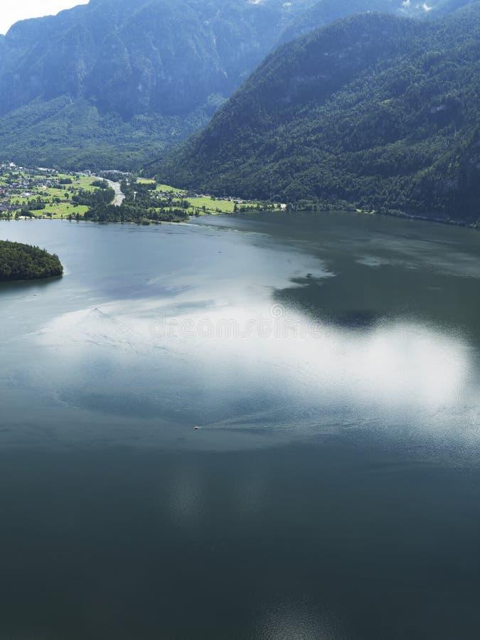 Paisaje de Hallstatt, Salzburg Lago mountain, macizo alpino, barranco hermoso en Austria fotos de archivo