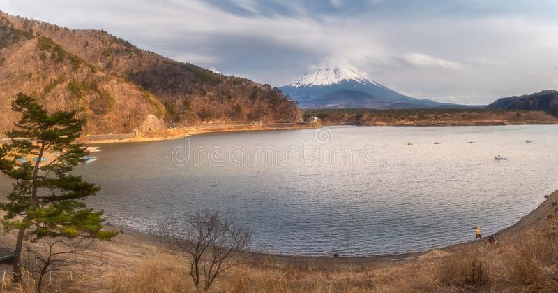 Paisaje de Japón con el monte Fuji - lago Shoji Shojiko foto de archivo