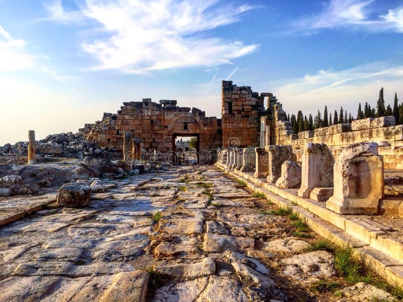 Paisaje de la calle de Hierapolis Pamukkale, Turquía imágenes de archivo libres de regalías