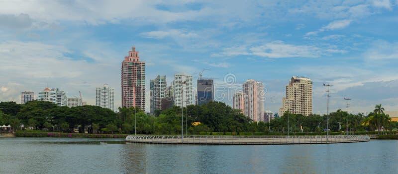 Paisaje de la ciudad de Bangkok Captura del parque de Benjakitti en Bangkok imágenes de archivo libres de regalías