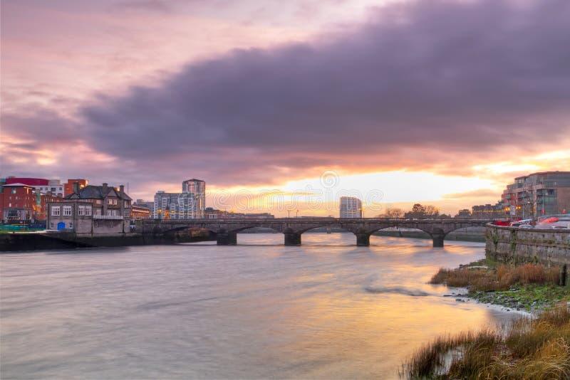 Paisaje de la ciudad de la quintilla en la puesta del sol imagen de archivo libre de regalías