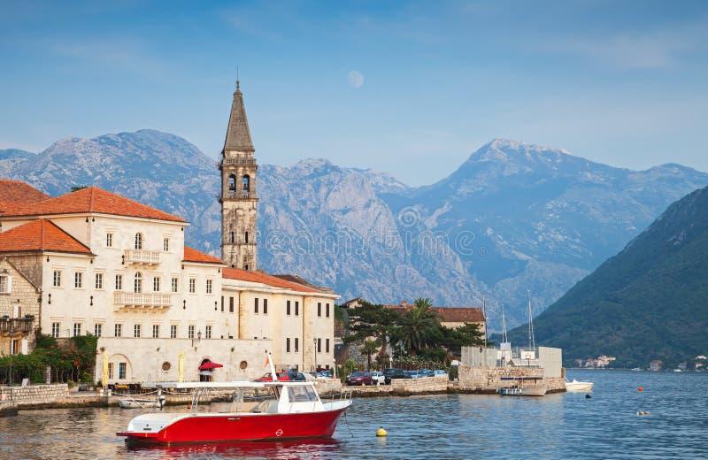 Paisaje de la ciudad de Perast, Montenegro imágenes de archivo libres de regalías