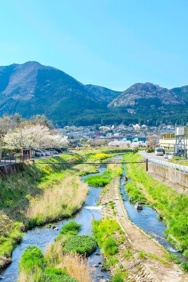 Paisaje de la ciudad de Yufuin en Japón fotos de archivo
