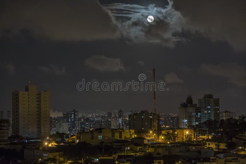 Paisaje de la ciudad del Nocturne imagenes de archivo