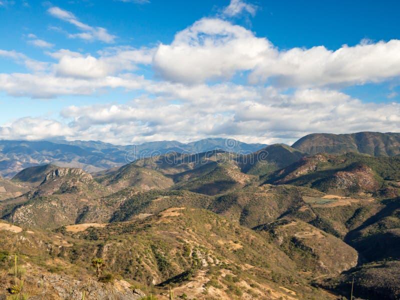 Paisaje de la colina en la provincia de Oaxaca, México, Agua del EL de Hierve imagenes de archivo