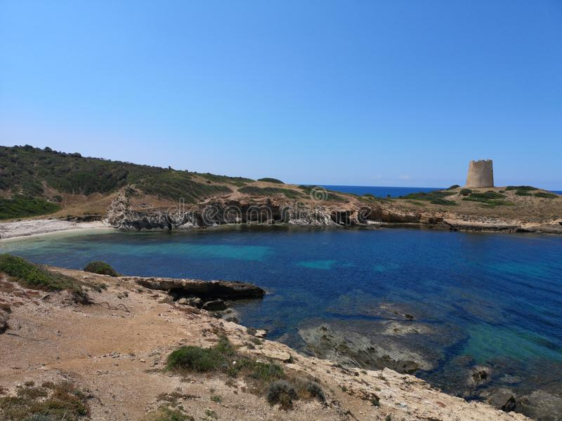 Paisaje de la costa costa de Cerdeña con la playa vacía foto de archivo
