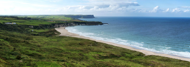 Paisaje de la costa irlandesa imagen de archivo